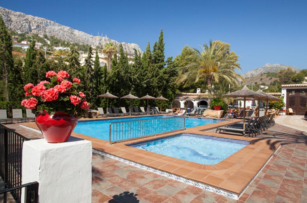 La piscine du Sun Village à Calpe en Espagne - Costa Blanca
