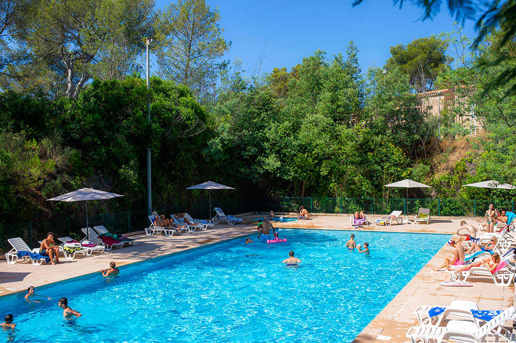 Swimming pool of the residence of vacations Les Jardins d'Azur in St Raphaël