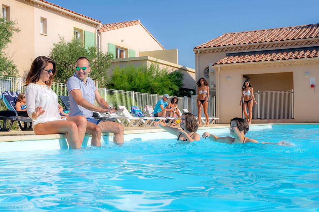 Piscine de la résidence de vacances Goélia Le Mas des Arènes aux Baux de Provence / Mouriès