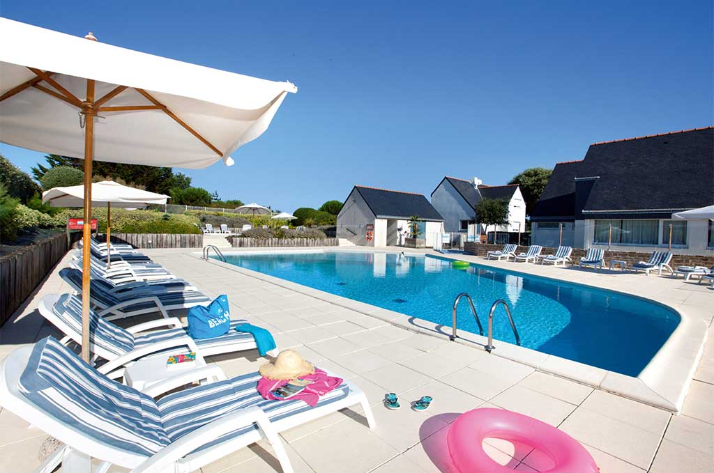 Swimming pool of the residence of vacations Goélia Les Voiles Blanches in Batz sur Mer