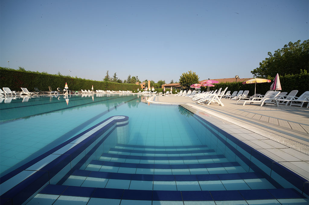 La piscine de la résidence de vacances Tiglio à Brescia