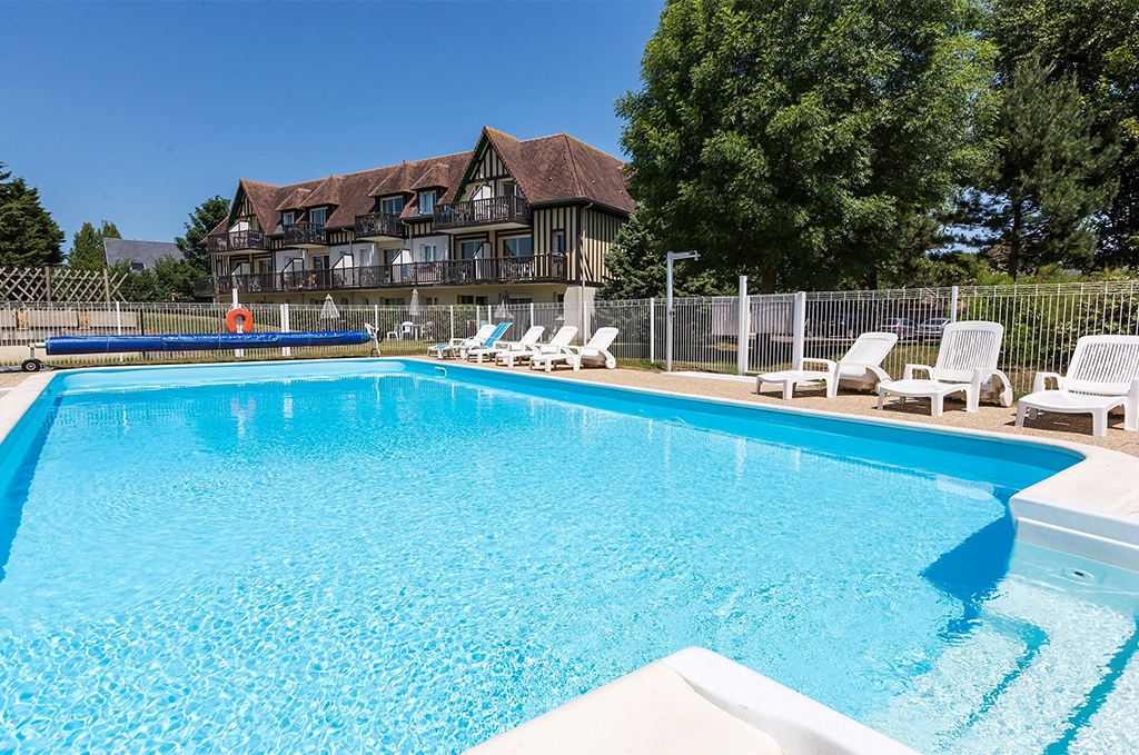 Swimming pool at the holiday residence Goélia Green Panorama in Cabourg