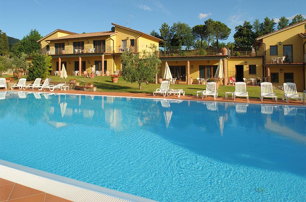 Piscine de La résidence de vacances Fattoria Degli Usignoli à Regello en Italie
