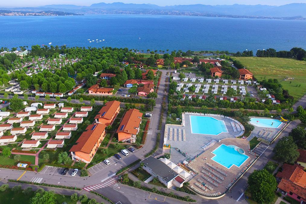 Village de vacances Garda Village à Sirmione sur le Lac de Garde en Italie