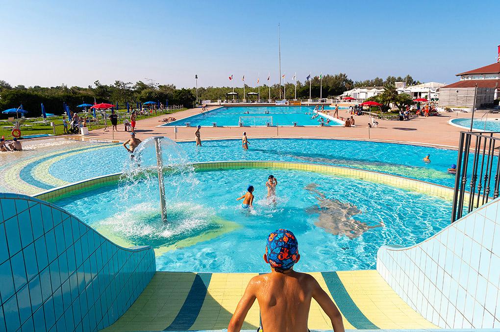 Centre sportif avec piscine à Albarella pour vos vacances en Italie