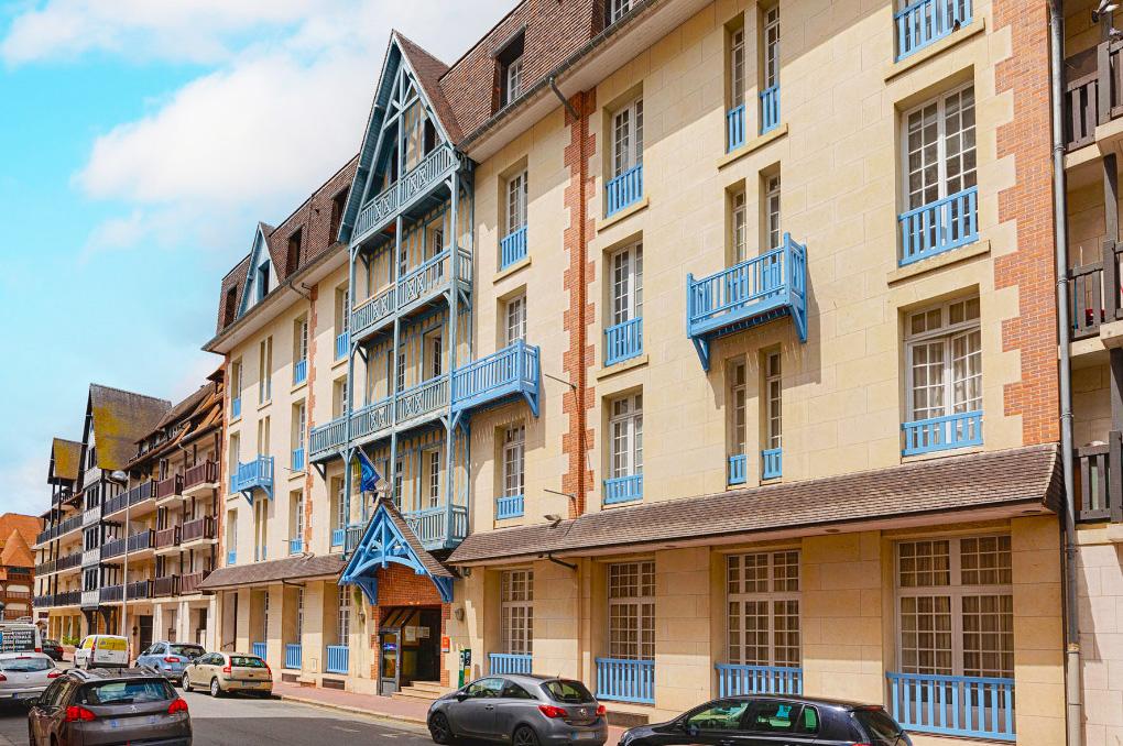 Facade de la Résidence de vacances Goélia Le Castel Normand à Deauville