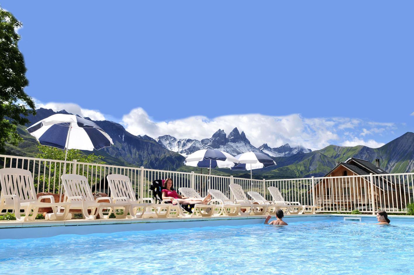 la piscine chauffée de la résidence Goelia le Relais des Pistes à Albiez Montrond