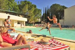 La piscine de la résidence de vacances Goelia