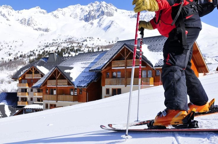 Le rond point des pistes in St François Longchamp. Goélia holiday complex based directly on the slopes with ski-lifts!