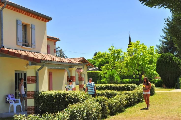 Example of cottages - l'Aquaresort Goélia holiday complex in Nerac.