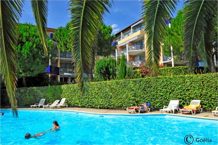 Outdoor heated swimming pool - Arcadius Goélia holiday complex in Balaruc-les-Bains