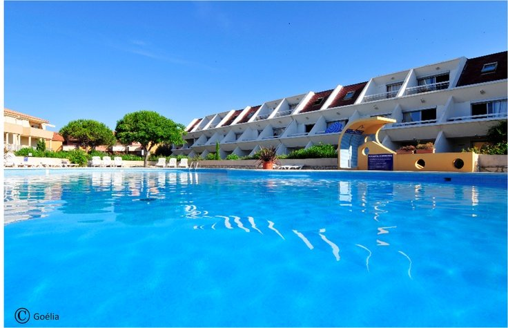 View of the swimming pool of the Goélia holiday complex Complex Aguylène in Carnon.