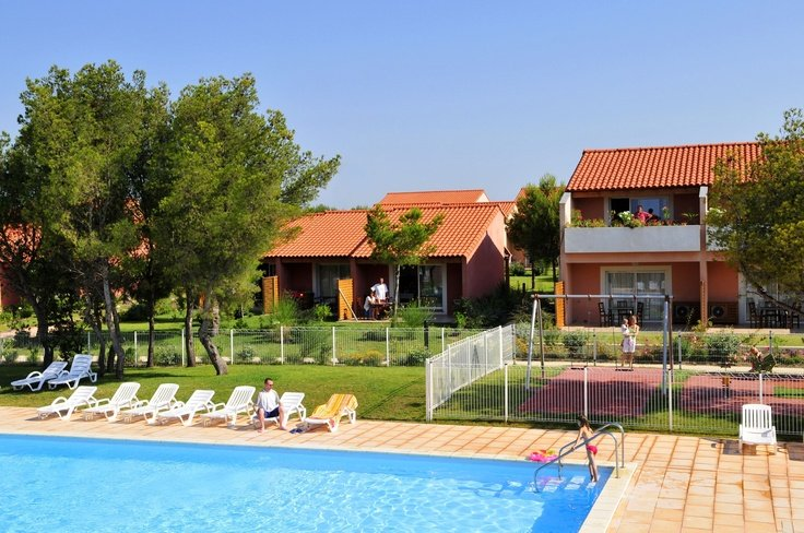 Heated swimming pool with play area and children's playground- Heated swimming pool with play area and children's playground - Le Cap Bleu Goélia holiday complex in Carro
