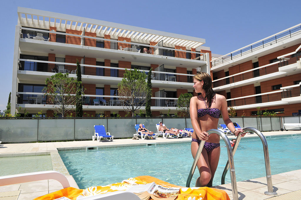 Heated swimming pool - Royal Cap Goélia holiday complex in Villeneuve Loubet
