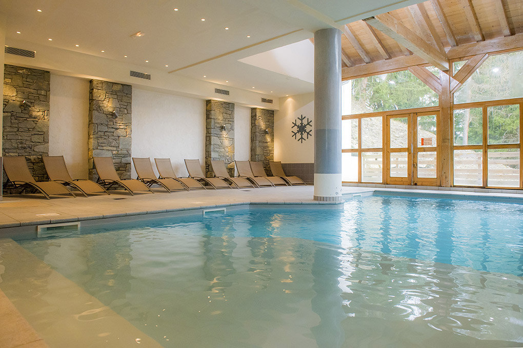 la piscine de la résidence de vacances Goelia Les Chalets de Wengen aux Coches/La Plagne