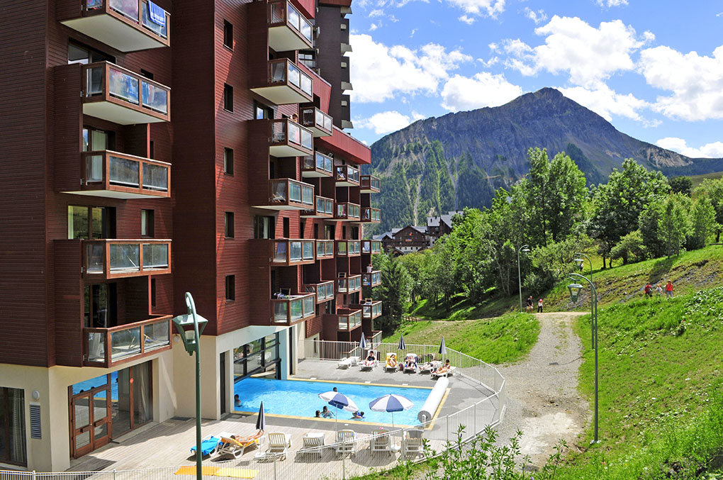 the heated swimming pool of Les Terrasses du Corbier Goélia holiday complex
