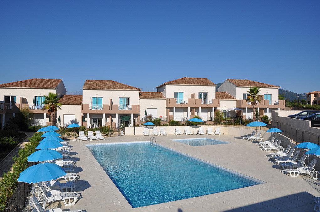 La résidence de vacances Thyrenea piscine et bassin enfant en Corse à Linguizetta