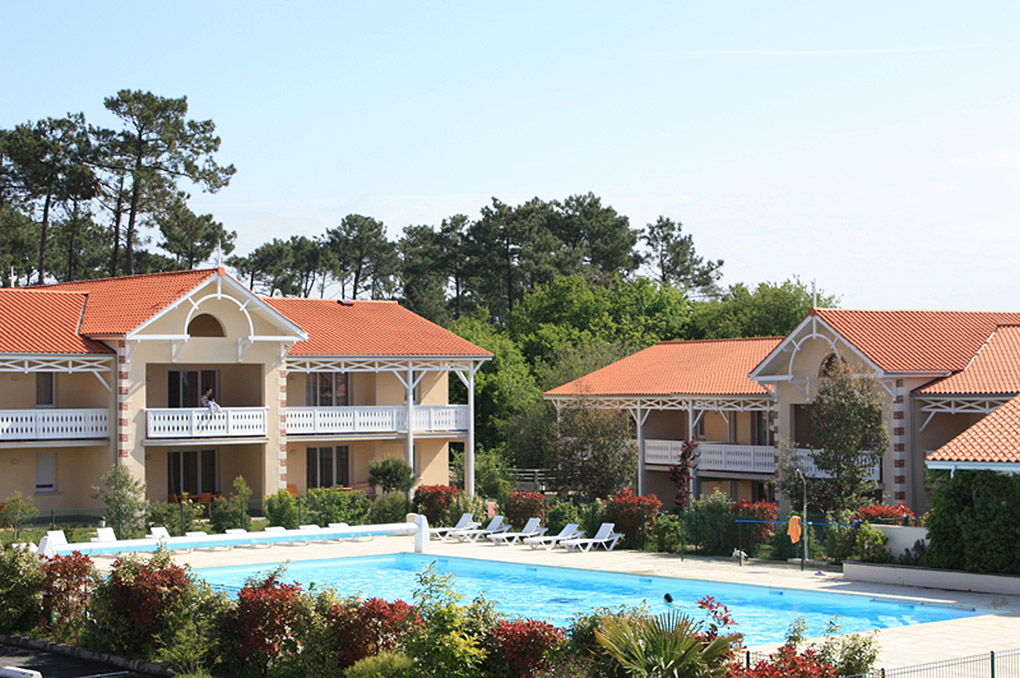 The pool of the Goélia Le Cordouan holiday complex in Soulac sur Mer