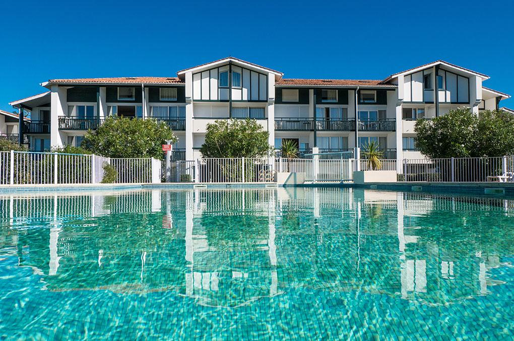 Biarritz, La piscine de la résidence de vacances Ilbarritz