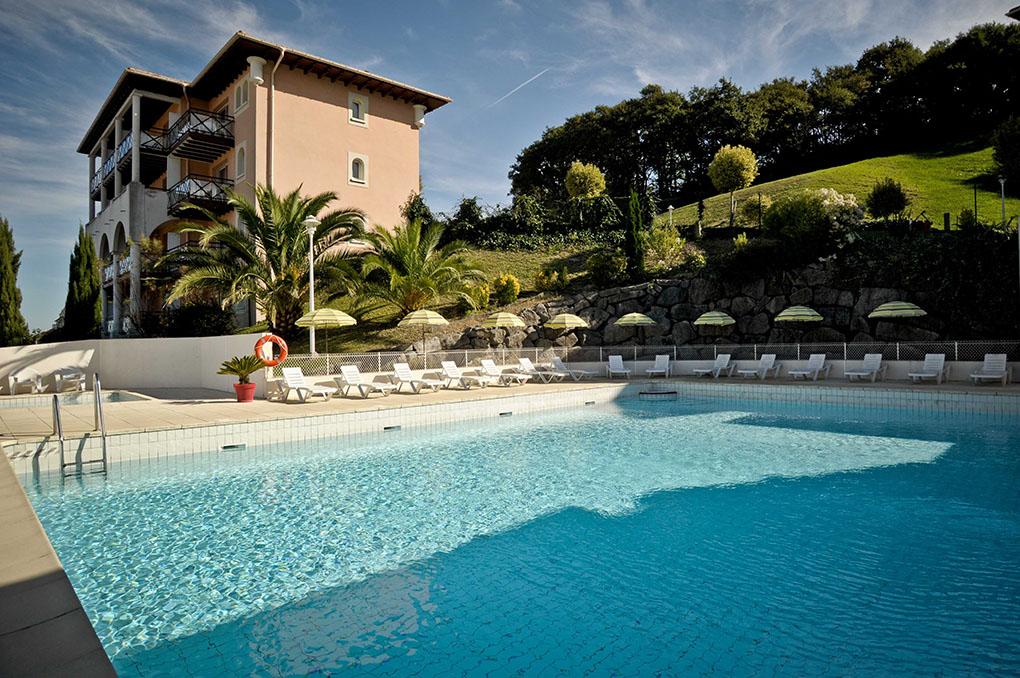 St Jean de Luz/Ciboure, la piscine de la résidence de vacances Soko Eder