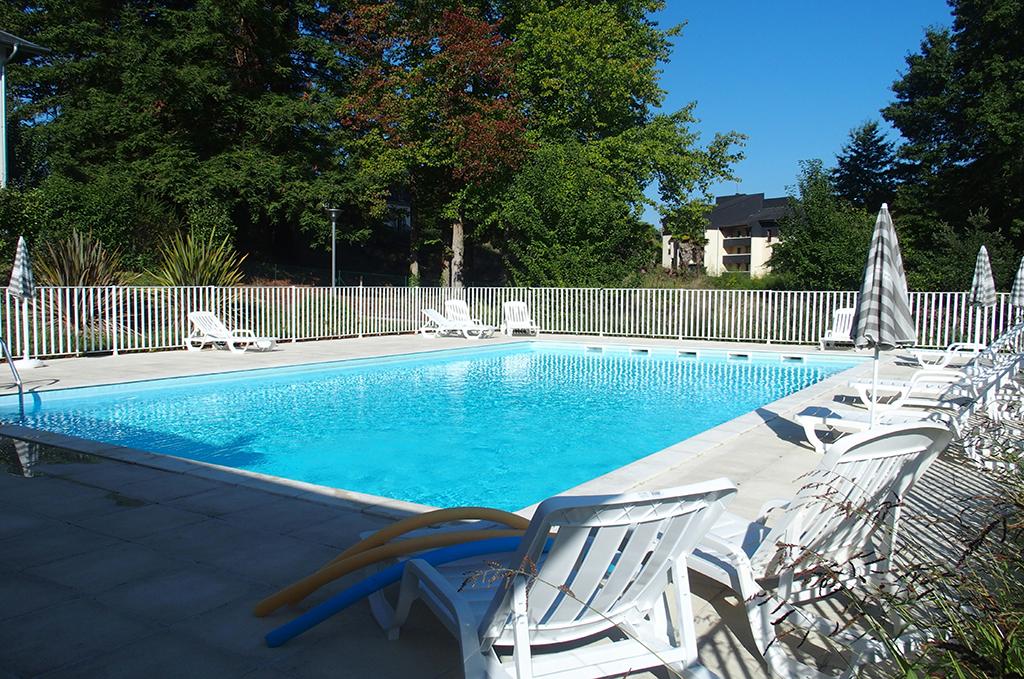 Piscine de la résidence de vacances Le Domaine de la Source à Salies du Béarn