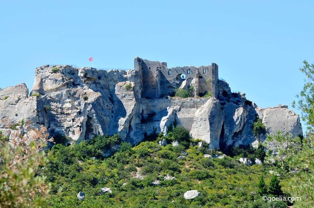Contempler le majestueux château des Baux de Provenceprès de Mouries