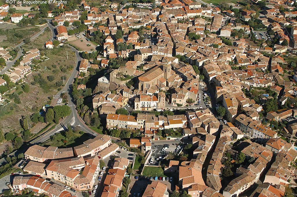 Vue d'en haut sur le vieux village de Roquebrune